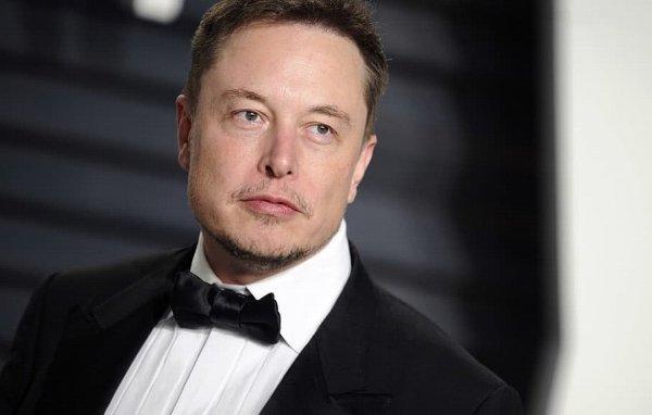 Илон Маск намерен выкупить акции Tesla и вывести её с биржи