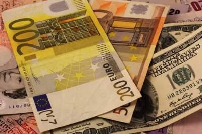 Украинцы стали меньше продавать валюту