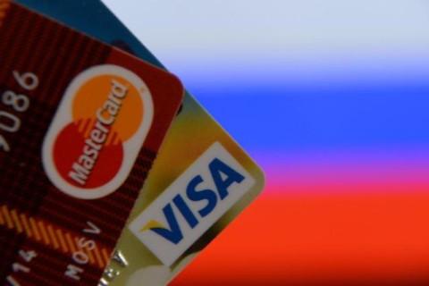 В аннексированном Крыму перестали выпускать карты Visa и MasterCard