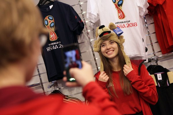 Эксперт: Минфин замедляет рубль больше, чем футбольные болельщики его поднимают