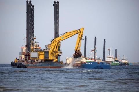 В Финском заливе начали укладку труб газопровода