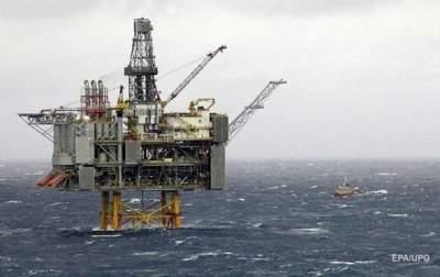 Стоимость нефти не снижается ниже 80 долларов за баррель