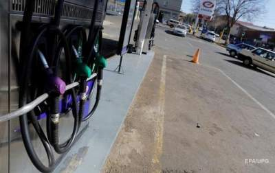 На заправках подешевели бензин и дизтопливо