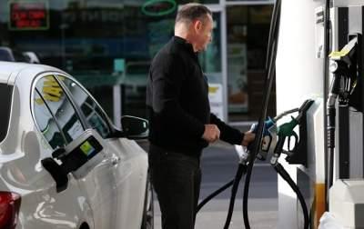 Топливо на украинских АЗС продолжает дешеветь