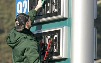 Топливо на АЗС дешевеет