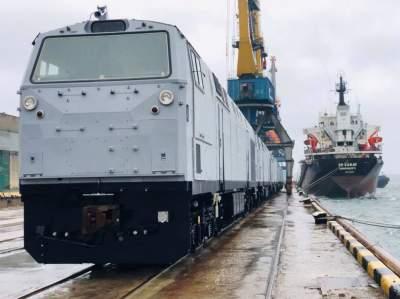 В Украину доставили тепловозы General Electric
