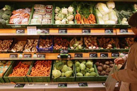 Госстат: Украинцы тратят на продукты больше половины дохода
