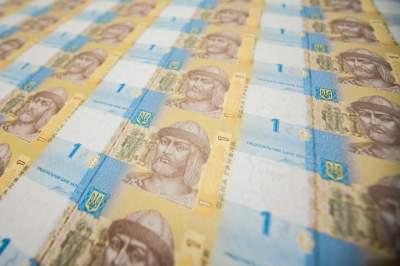 Гривна укрепилась на фоне доллара