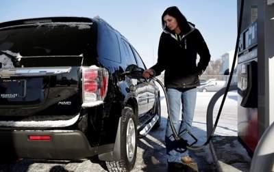 Стоимость бензинов и дизельного топлива продолжила снижение