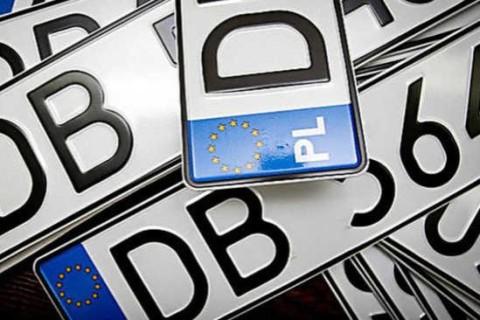 В ГФС назвали число растаможенных автомобилей на еврономерах