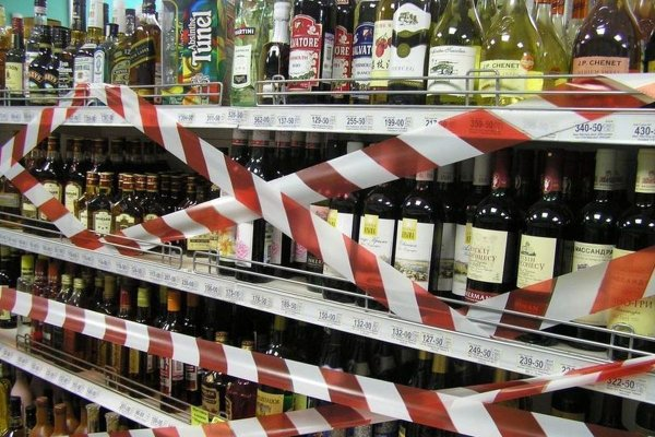 Трубы сгорят: Алкоголь может исчезнуть с полок российских магазинов