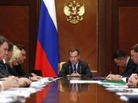 Медведев заверил россиян, что у него в экономике