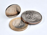 Евро на Мосбирже поднялся выше 90 рублей впервые с февраля 2016 года
